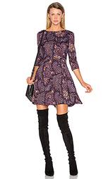 Приталенное и расклешенное платье - SUNO