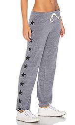 Состаренные спортивные брюки с рисунком в звездочку - MONROW