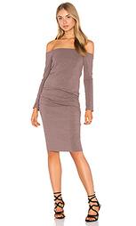 Платье с длинным рукавом и открытыми плечами - MONROW
