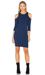 Платье в рубчик с открытыми плечами - Eight Sixty