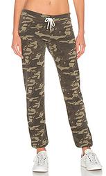 Состаренные спортивные брюки с камуфляжным рисунком - MONROW