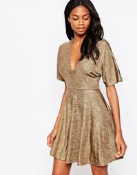 Короткое приталенное платье цвета металлик с рукавами-кимоно AX Paris - Золотой