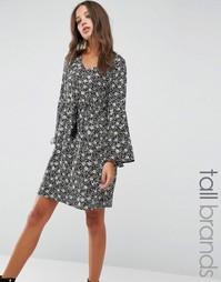 Платье с присборенной юбкой и оборкой на рукавах Brave Soul Tall - Черный