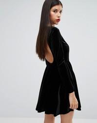 98655f577f8 Бархатное короткое приталенное платье с открытой спинкой Boohoo - Черный