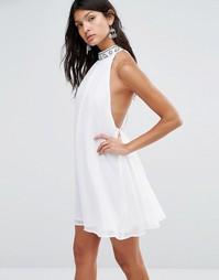 Цельнокройное платье с высоким воротом Pixie & Diamond - Белый