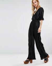 Плиссированный комбинезон с V-образным вырезом Fashion Union - Черный