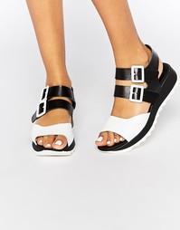 Черные кожаные сандалии на плоской подошве Eeight Carey - Черный