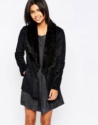 Черное пальто с лацканами из искусственного меха Pepe Jeans Laurie - Черный