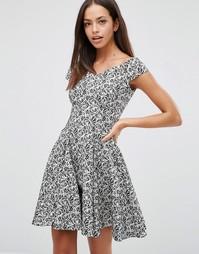 Жаккардовое короткое приталенное платье с цветочным принтом Closet - Черный
