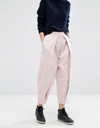Джинсы в винтажном стиле со складками спереди ASOS WHITE - Розовый