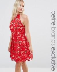 Платье мини для выпускного с халтером и кружевом Jarlo Petite - Красный