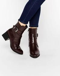 Ботинки на блочном каблуке с пряжкой Truffle Collection - Красный