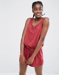 Шелковистый пижамный ромпер с кружевной отделкой Monki - Красный