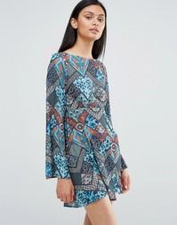 Приталенное платье с круглым воротом и принтом Love - Мульти