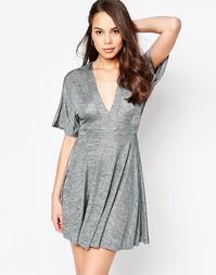Короткое приталенное платье цвета металлик с рукавами-кимоно AX Paris - Серебряный