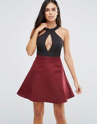 Короткое приталенное платье с вырезом капелькой спереди AX Paris - Мульти