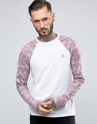Удлиненная футболка с контрастными камуфляжными рукавами и закругленным низом Le Breve - Розовый