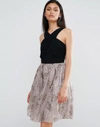 Короткое приталенное платье с контрастной юбкой металлик Little Mistress - Черный