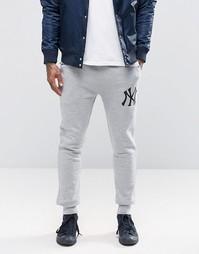 Зауженные спортивные штаны Majestic Yankees - Серый
