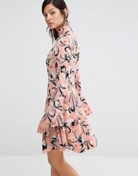 Платье с высоким воротом, расклешенными рукавами и принтом ириса Neon Rose - Мульти