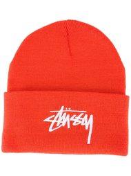шапка с логотипом Stussy