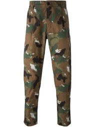 camouflage trousers  Études