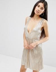 Плиссированное платье цвета металлик с V-образным вырезом Oh My Love - Серебряный