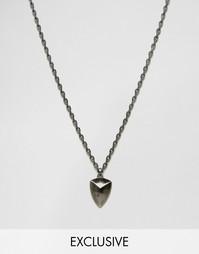 Ожерелье с подвеской в виде щита Simon Carter эксклюзивно для ASOS - Серебряный