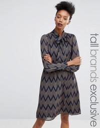 Приталенное платье с принтом зигзаг Y.A.S Tall - Мульти