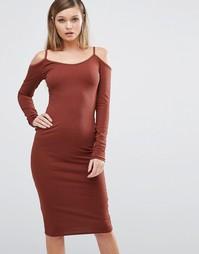 Платье миди в рубчик с вырезами на плечах Club L - Коричневый