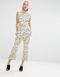 Укороченные расклешенные брюки с абстрактным принтом Lavish Alice - Мульти