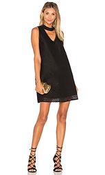 Платье с вырезом v alex - Lucy Paris