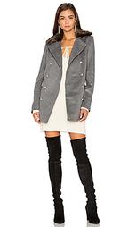 Двубортное пальто с воротником из искусственного меха emmy - Capulet