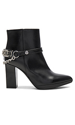 Короткие сапоги на высоком каблуке - Love Moschino