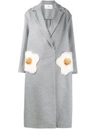 пальто с карманами в форме яичницы Anya Hindmarch
