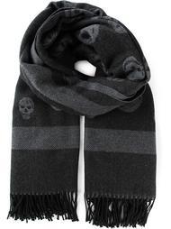 макси шарф с черепами Alexander McQueen