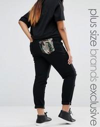 Рваные джинсы с пайетками на кармане Liquor & Poker Plus - Черный