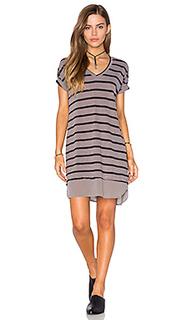 Платье из контрастной жатой сеточки с v-образным вырезом и коротким рукавом - Stateside
