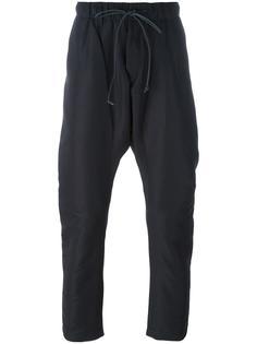 укороченные брюки с заниженной шаговой линией Attachment
