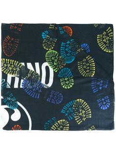 шарф с принтом следов от ботинок Moschino