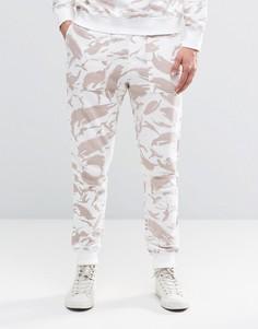 Трикотажные штаны в рубчик с камуфляжным принтом Maharishi - Бежевый