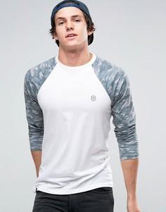 Удлиненная футболка с контрастными камуфляжными рукавами и закругленным низом Le Breve - Рыжий
