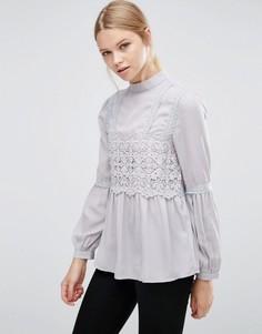 Блузка в викторианском стиле с высокой горловиной Love & Other Things - Серый