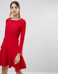 Приталенное платье с длинными рукавами и отделкой Closet - Красный