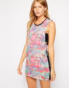 Пляжное платье с шнуровкой и электрическим принтом Insight - Розовый