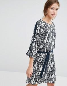 Цельнокройное платье с принтом икат Just - Синий