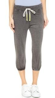 Спортивные брюки-капри из легкой махровой ткани винтажной расцветки Sundry
