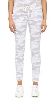 Спортивные брюки с нейтральным камуфляжным принтом Monrow