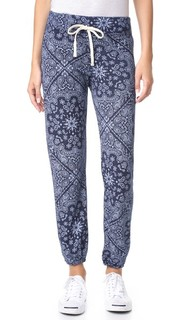 Спортивные брюки с рисунком в стиле банданы Sundry