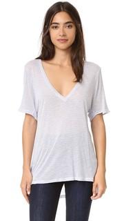 Полосатая футболка с V-образным вырезом Feel The Piece
